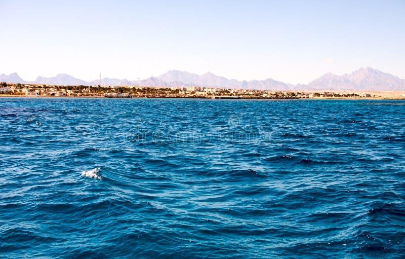 varmt smaragdvatten av havet i Egypten royaltyfri fotografi