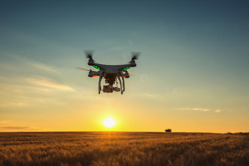 Varna Bułgaria, Czerwiec, - 23, 2015: Latający trutnia quadcopter Dji Pha obraz royalty free