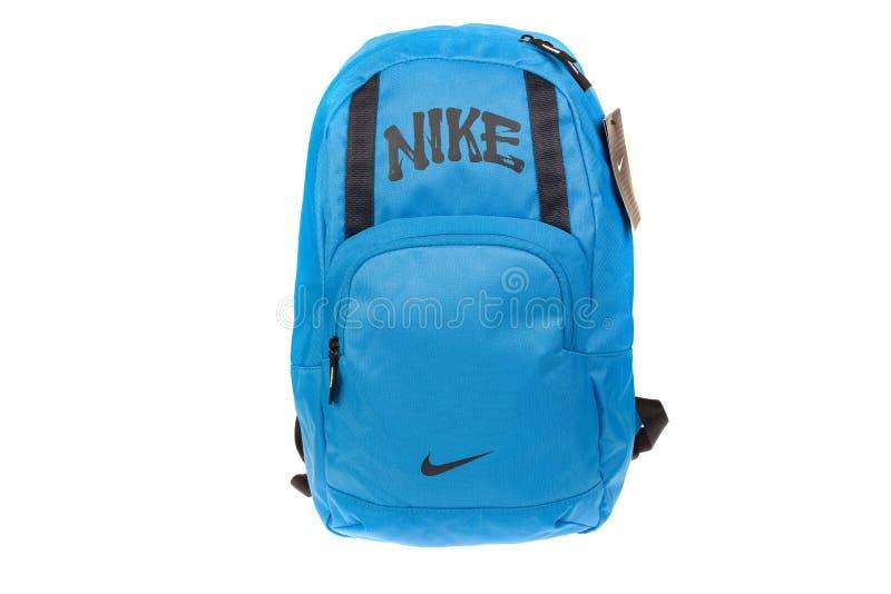 Varna, Bulgária - 30 de junho de 2014 trouxa de NIKE Nike é uma empresa americana principal Isolado no branco Tiros do estúdio do foto de stock