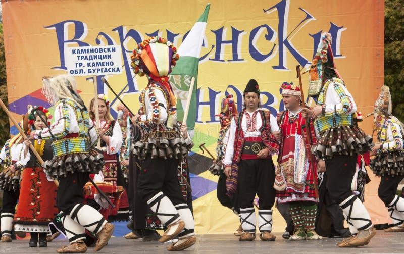 VARNA, BULGARIA - 29 DE ABRIL DE 2017: Día de fiesta del carnaval de máscaras, de trajes del carnaval y del teatro y de trajes na fotografía de archivo libre de regalías