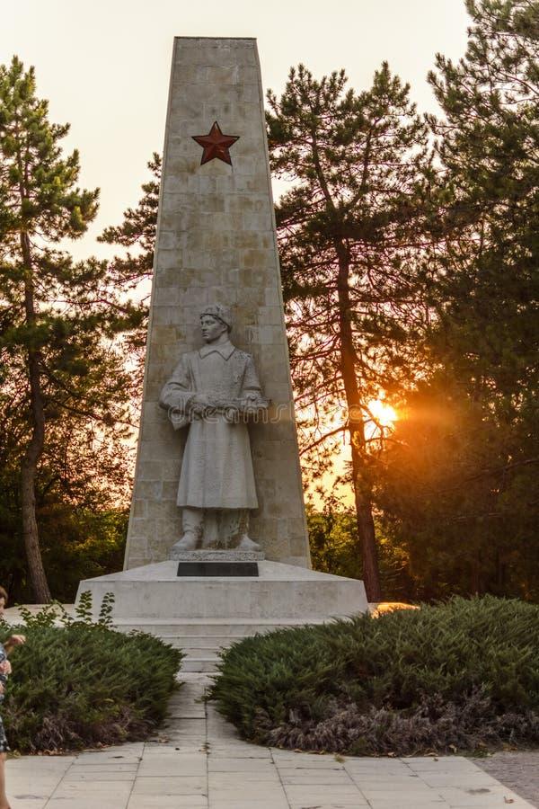 VARNA, BULGARIEN am 30. August 2015 Alyosha-Monument bei Sonnenuntergang, Dobrich, Bulgarien lizenzfreies stockbild