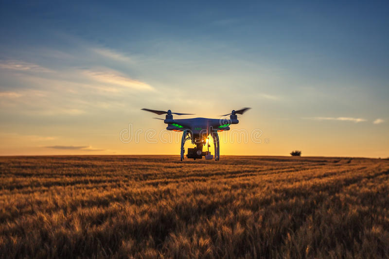 Varna, Bulgarije - Juni 23, 2015: Vliegende hommel quadcopter Dji Pha royalty-vrije stock afbeelding