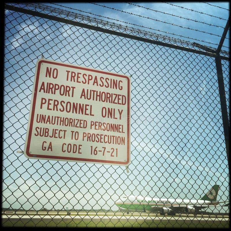 Varningsmeddelande på den Hartsfield flygplatsen royaltyfri fotografi