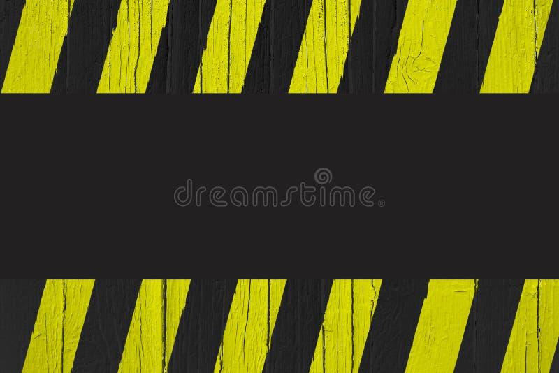Varningstecknet med guling- och svartband målade över sprucket trä som gränsramen med svart tom bakgrund stock illustrationer