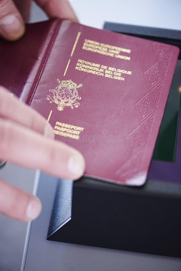 Varredor da segurança do passaporte imagens de stock royalty free