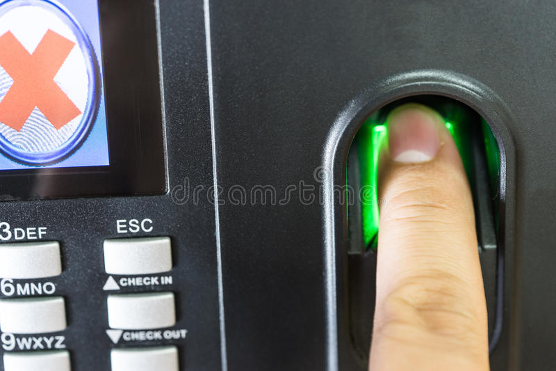 A varredura da impressão digital para incorpora a segurança foto de stock