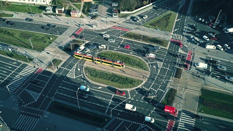 VARSÓVIA, POLÔNIA - 8 DE JANEIRO DE 2018 Ideia aérea da interseção principal das ruas em um dia ensolarado imagens de stock royalty free