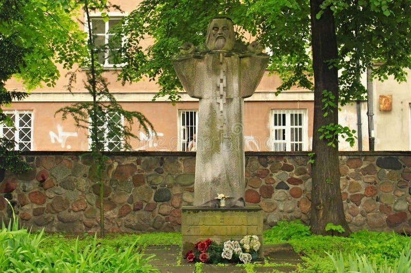 VARSÓVIA, POLÔNIA - 12 DE MAIO DE 2012: Estátua de Walerian Lukasinski 1786-1868 imagens de stock royalty free