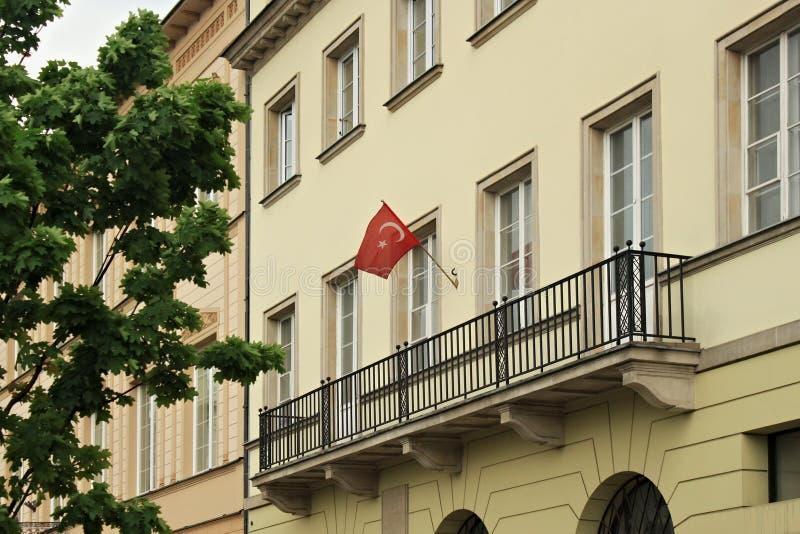 VARSÓVIA, POLÔNIA - 12 DE MAIO DE 2012: Parede da construção da embaixada turca imagem de stock royalty free