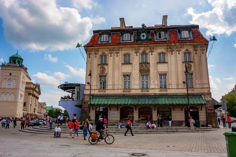 VARSÓVIA, POLÔNIA - EM JUNHO DE 2012: Ruas de Varsóvia fotos de stock