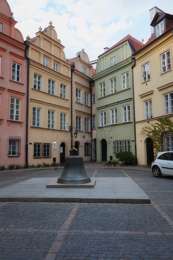Varsóvia, Polônia, o 21 de abril de 2019 - ruas em Varsóvia, cidade velha da caminhada fotos de stock