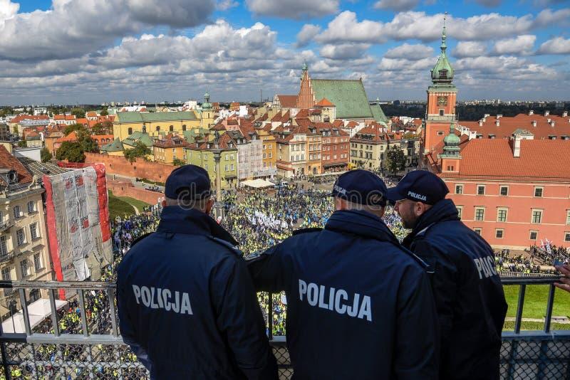 Varsóvia/Polônia - outubro 02 2018: Demonstração, protesto nacional dos agentes da polícia imagem de stock