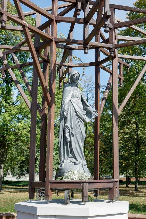 VARSÓVIA, POLAND/EUROPE - 17 DE SETEMBRO: Estátua da Virgem Maria imagem de stock royalty free