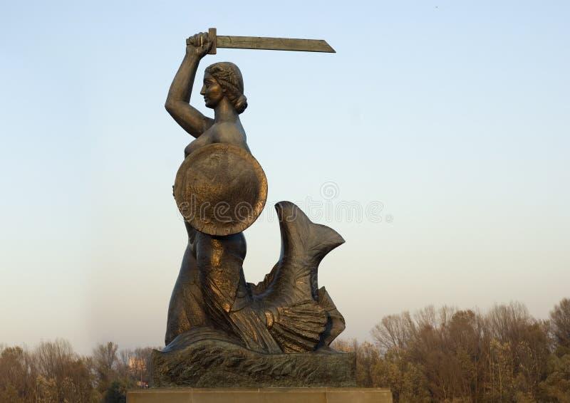 Varsóvia recuou a estátua da sirene foto de stock
