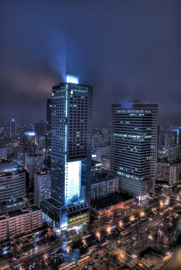 Varsavia alla notte immagine stock