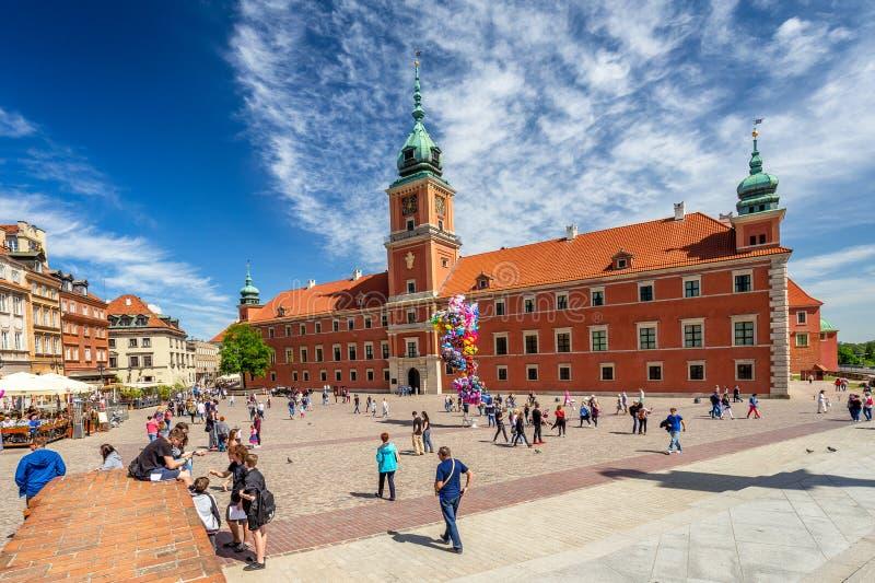VARSAVIA, POLONIA - 05 05 2018 Castello reale al quadrato centrale della p immagini stock libere da diritti