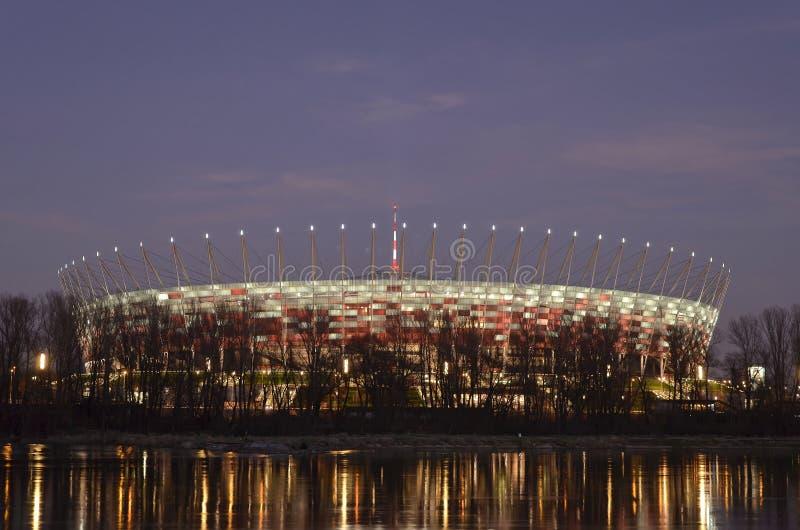 Varsavia, Polonia - 19 dicembre 2015: Stadio nazionale a Varsavia alla notte fotografia stock libera da diritti
