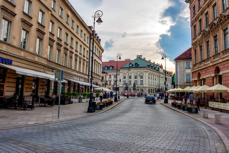 VARSAVIA, POLONIA - GIUGNO 2012: Vie di Varsavia immagine stock