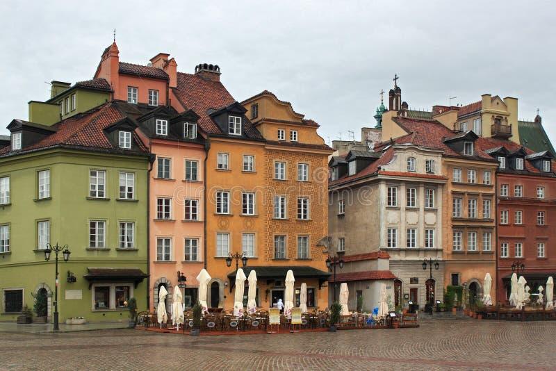 VARSAVIA, POLONIA - 12 MAGGIO 2012: Vista dei monumenti storici sul quadrato del castello a Varsavia fotografia stock