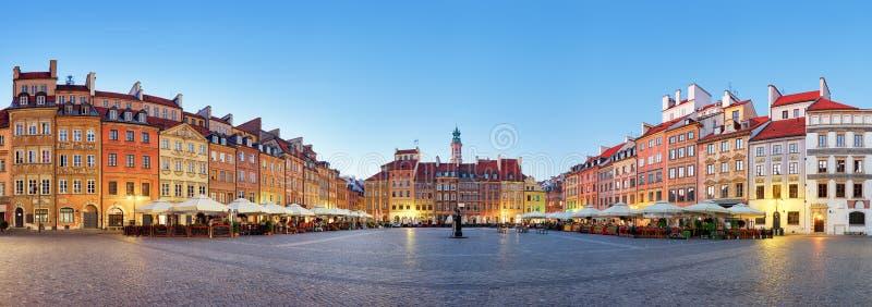 Varsavia, vecchia piazza ad estate, Polonia, nessuno fotografie stock