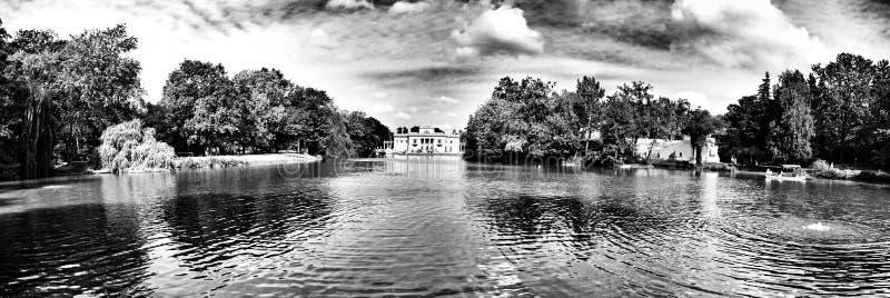 Varsovia, parque al aire libre Lazienki Mirada artística en blanco y negro fotos de archivo libres de regalías