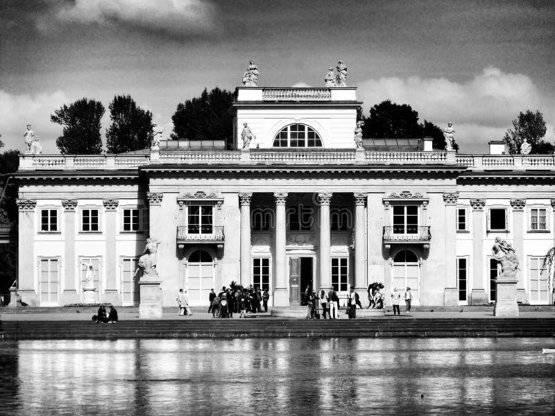 Varsovia, parque al aire libre Lazienki Mirada artística en blanco y negro imagen de archivo