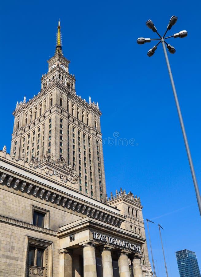 Varsovia/Polonia - 3 de abril de 2019 Palacio de la cultura y de la ciencia en el centro de ciudad foto de archivo