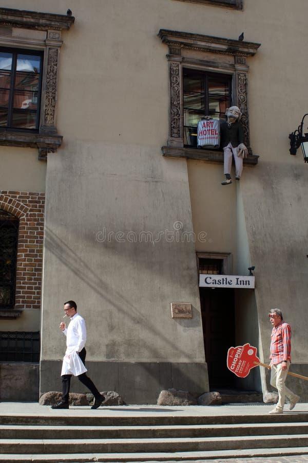 Varsovia, Polonia - 1 DE MAYO DE 2018: Escena divertida de la calle fotografía de archivo