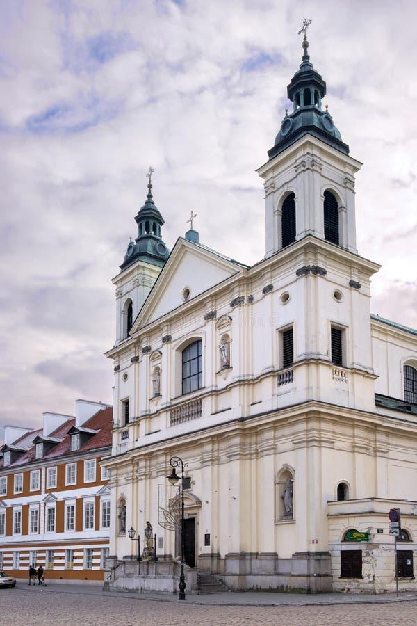 Varsovia, Polonia - la iglesia católica barroca del Espíritu Santo en la calle de Freta en el viejo cuarto histórico de la ciudad imágenes de archivo libres de regalías