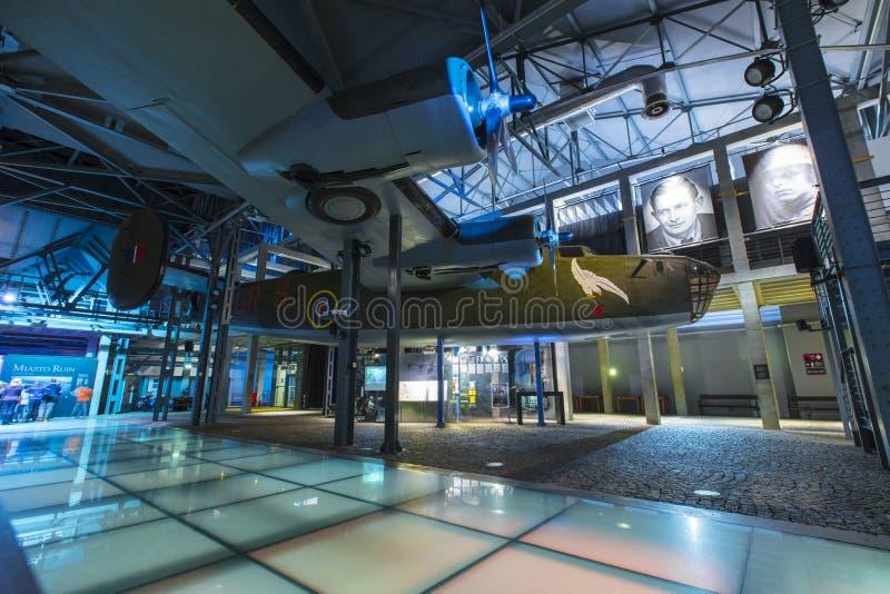 Varsovie, Pologne, l'Europe, décembre 2018, reproduction de bombardier du libérateur B24 dans le musée de soulèvement de Varsovie image libre de droits