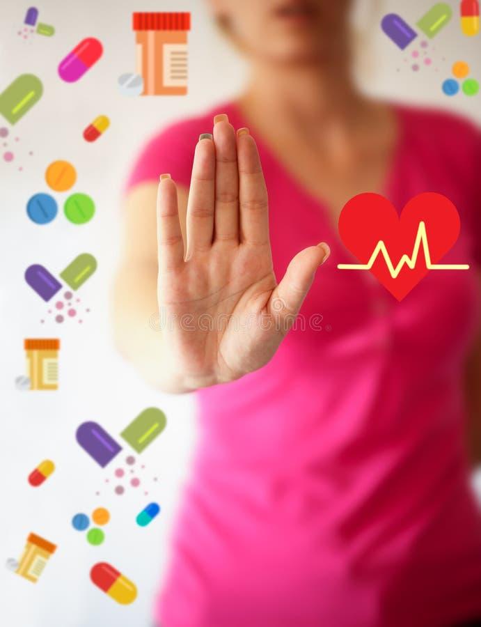 vart begreppshanden har den sena pillen för sjukvårdhjälp hjärta med hälsovårdordsymbolen Läkarundersökning in arkivbild