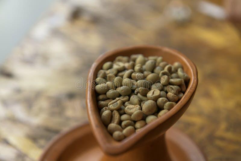 Vart grönt kaffe royaltyfria foton