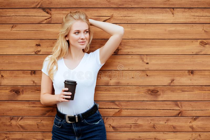 vart härligt ändrande inramnintt dricka för kaffe har bilder min fotoportfölj som wall kvinnan arkivfoton