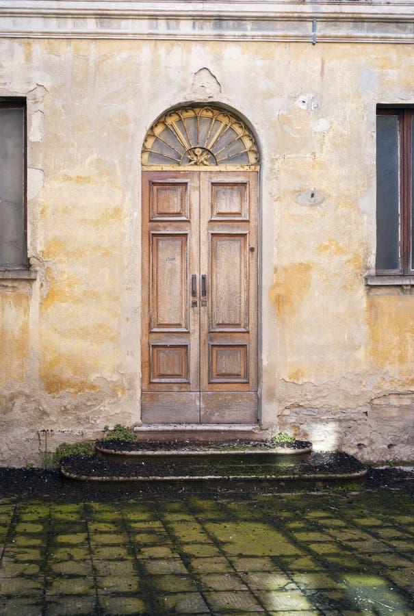Varzi, Oltrepo Pavese, opinião velha da cidade Imagem da cor imagens de stock