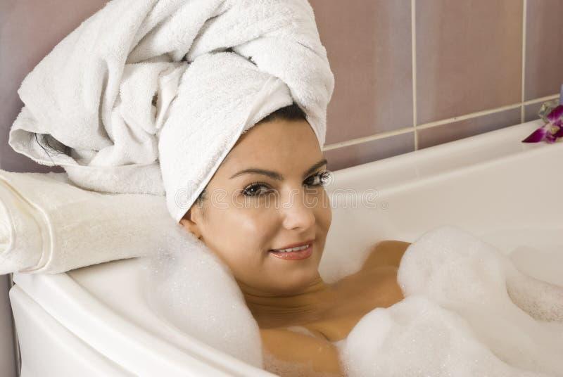 In vasca da bagno con gomma piuma fotografie stock libere da diritti