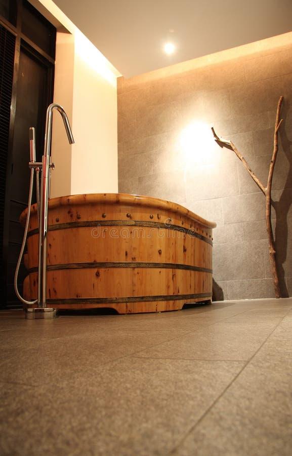 Vasca da bagno di legno fotografia stock libera da diritti - Vasca bagno legno ...