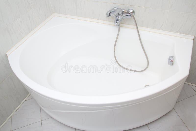 Vasche da bagno di lusso vasca da bagno in bagno padronale nella nuova casa di lusso con vista - Vasca da bagno in francese ...