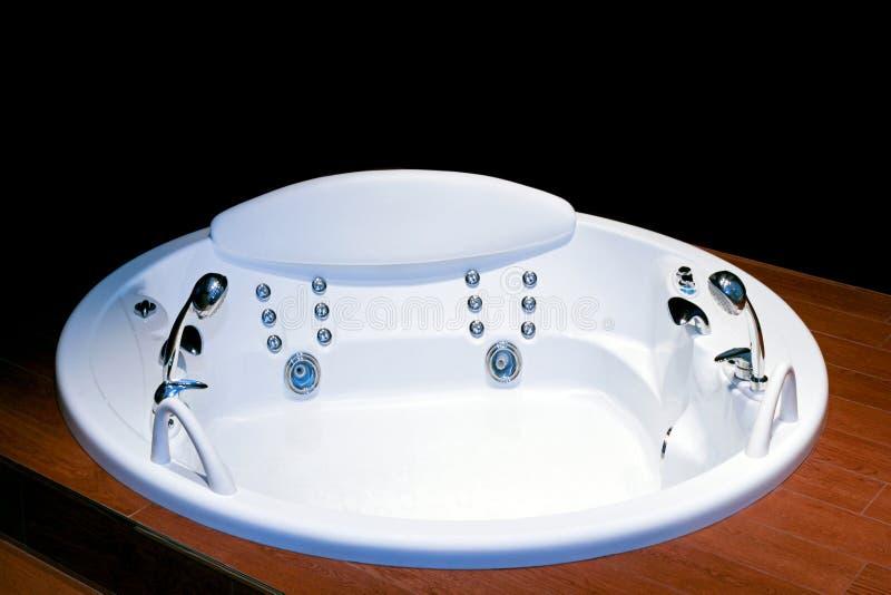 Vasca da bagno rotonda immagine stock immagine di bathroom 5301033 - Vasca da bagno rotonda ...