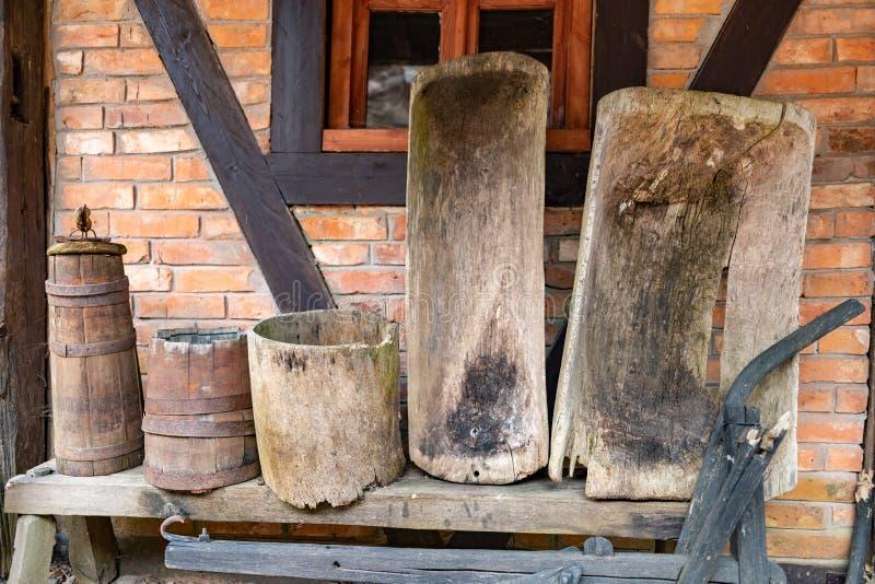 Immagini di riserva di vasca di legno la sovranit di for Vasca per stagno