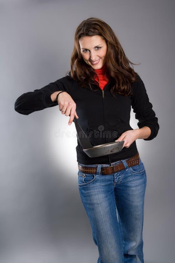 Vaschetta e spatola della stretta della donna fotografia stock libera da diritti