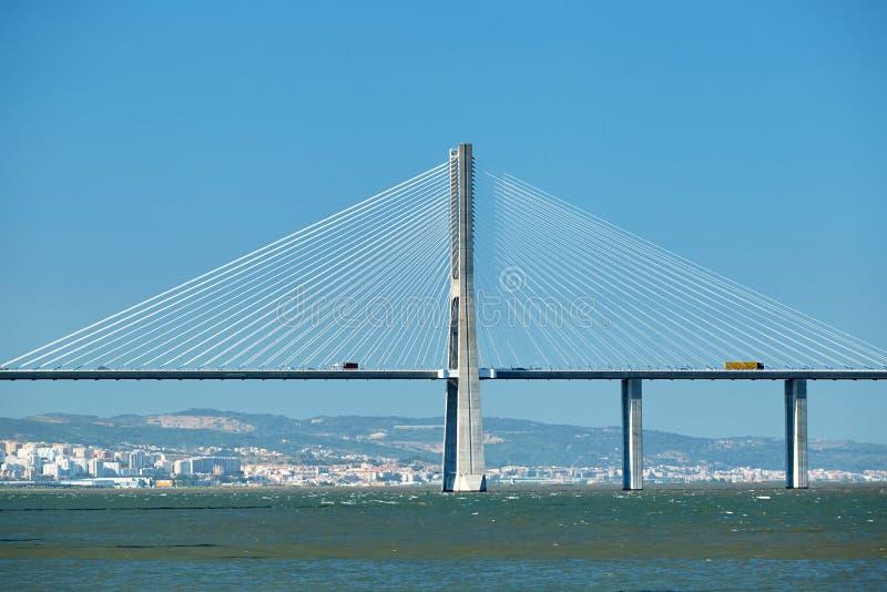 Vasco da Gama Bridge a luce del giorno nel colpo del primo piano fotografia stock