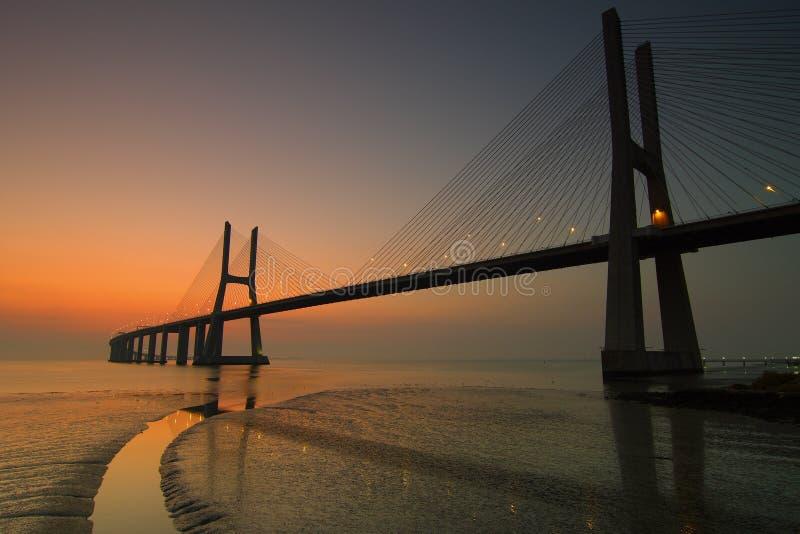 Vasco da Gama Bridge no alvorecer fotografia de stock