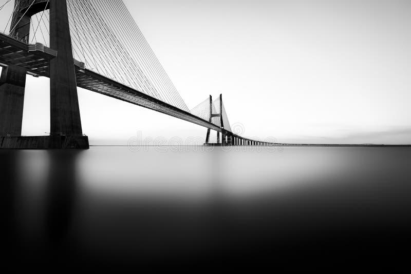Vasco-da-Gama-bro konstnärlig monokrom arkivfoton
