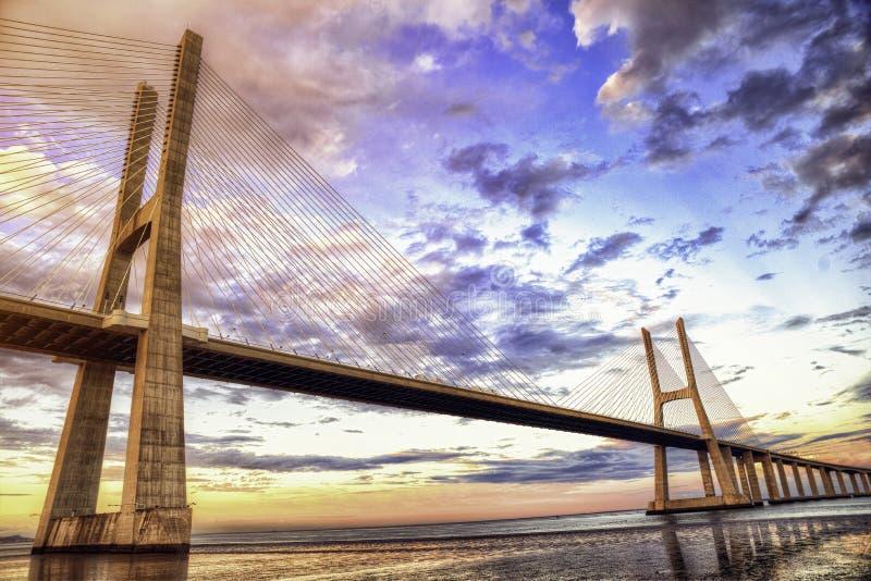 Vasco da Gama bro Lissabon HDR royaltyfria foton