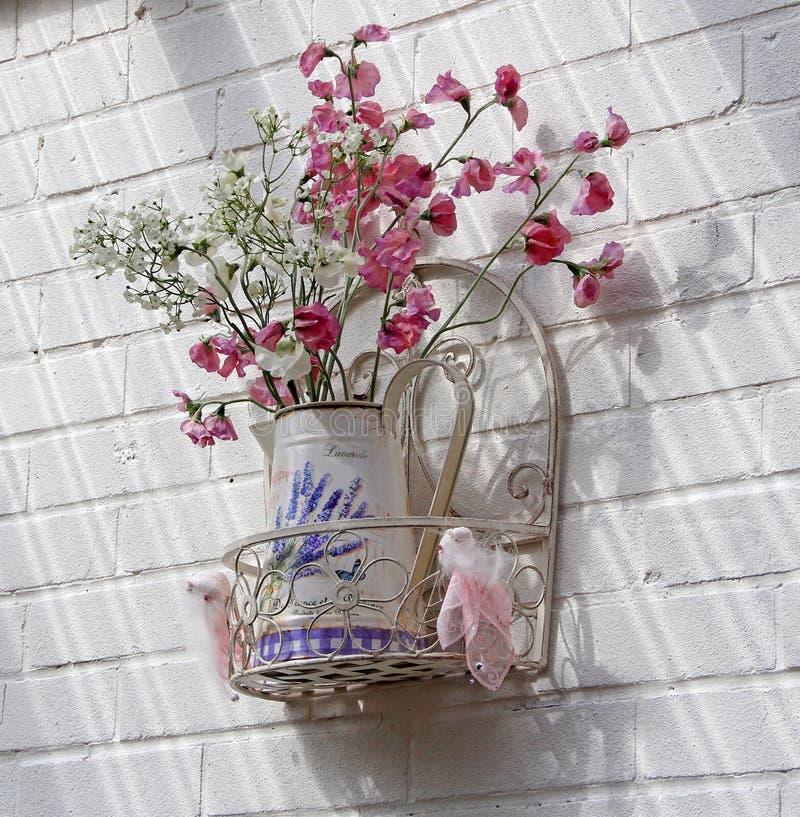 Vase à fleur chic minable français de vintage photos libres de droits