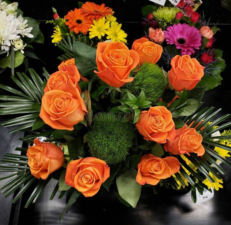 Vase ? roses de p?che photo libre de droits