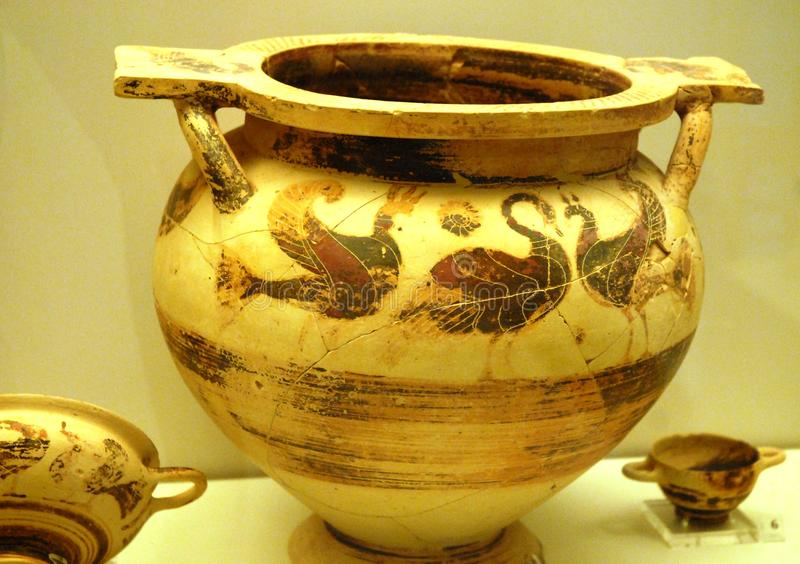 Vase of ancient Mycenae. Mycenae is an archaeological site in Greece, located about 12 km from nell'Argolide sea and 9 from the city of Argos. It is listed as a stock images