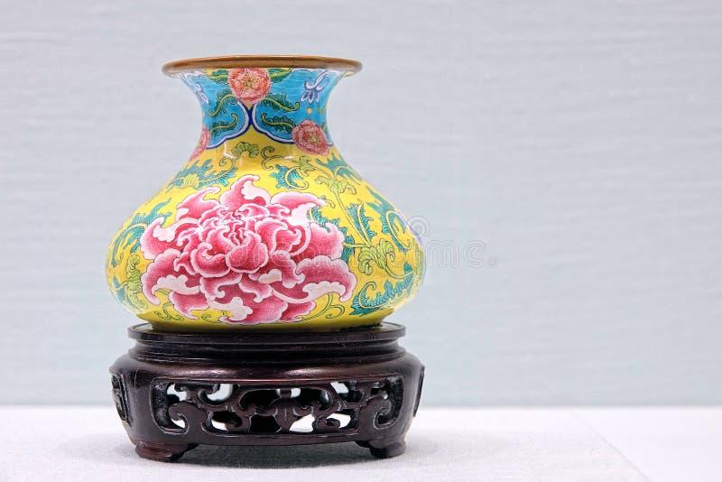 Vase antique à émail de Chines images libres de droits