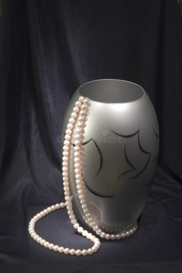 Vase avec des programmes au noir photo stock