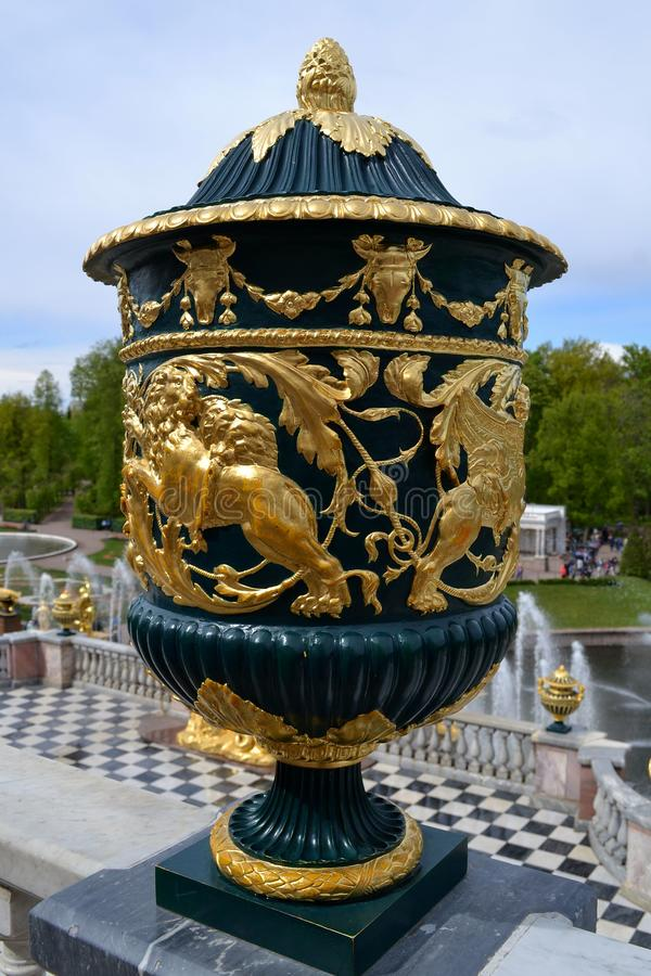 Vase dans Peterhof images stock